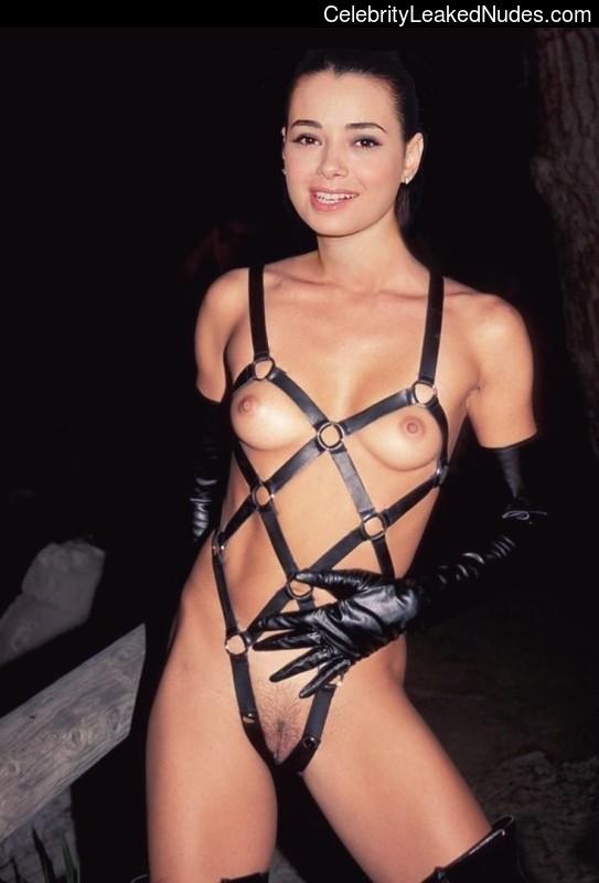 Ozgu Namal Nude Celeb Pic sexy 4