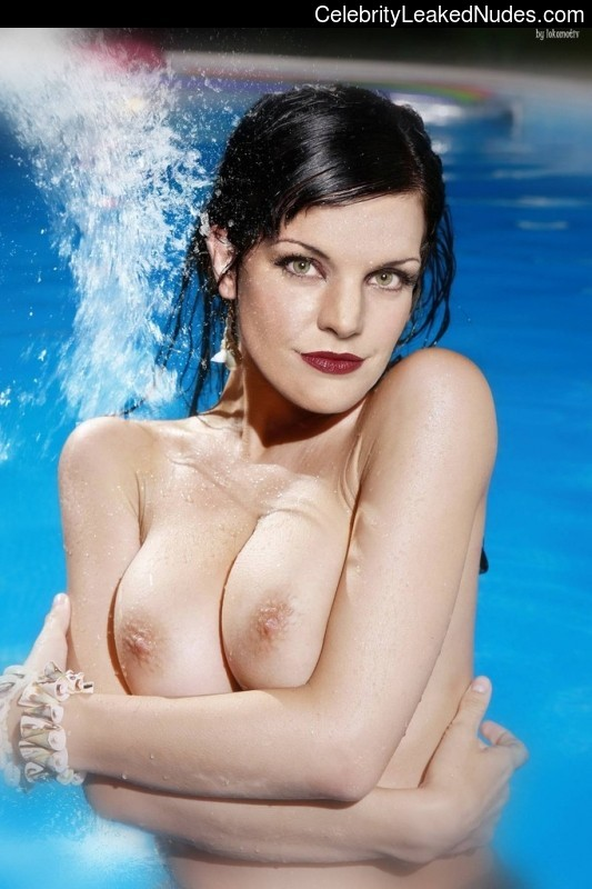 Pauley Perrette Nude Celebrity Picture sexy 15